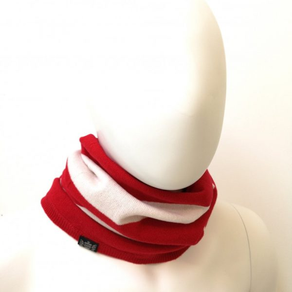 Savile Rogue Cashmere Snood in red and White